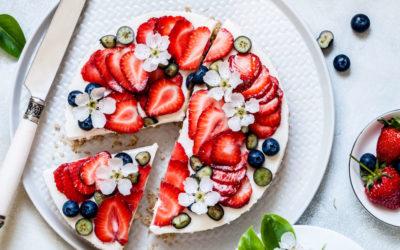 Rezept für einen sommerlichen Joghurt-Beeren-Kuchen