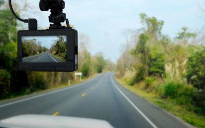 Mit einer Kamera im Auto Versicherungsbeiträge sparen